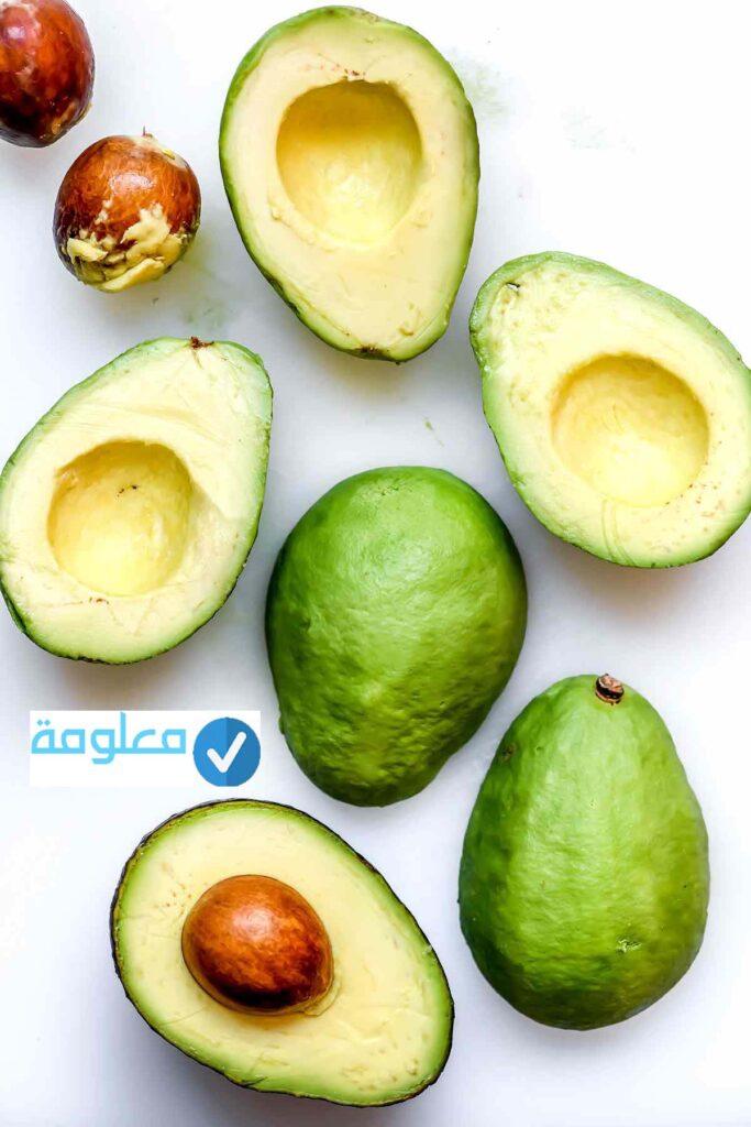 تحتوي هذه الصورة على سمة alt فارغة; اسم الملف هو Mediterranean-Chickpea-Salad-Stuffed-Avocados-foodiecrush-683x1024.jpg