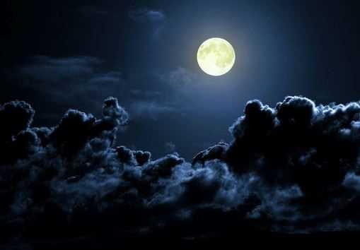 قصة خيالية قصيرة عن القمر معلومة